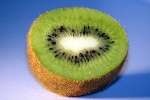 La manera fácil de pelar la fruta de kiwi