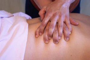Cómo dar una piedra caliente y masaje de aceite de manicura