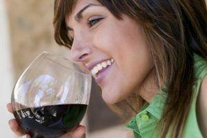 Cómo mantener a los insectos fuera de los vidrios de vino