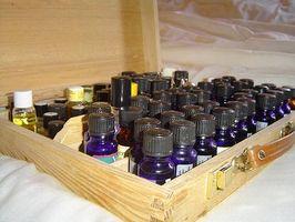 La fabricación del perfume con aceites esenciales