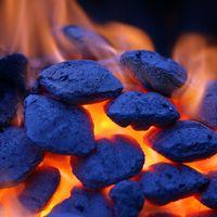 Vs. Natural Las briquetas de carbón estándar