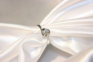 Cómo diseñar su propio anillo de compromiso de oro