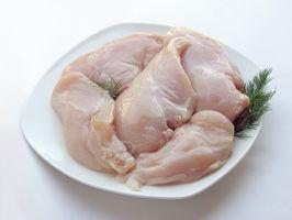 Cómo cocer al horno un pollo en una bandeja de horno