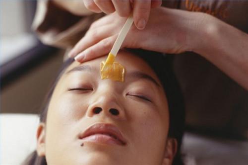 Cómo utilizar cera dura para la depilación