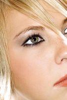 ¿Cómo se pone en Sombra de ojos MAC?