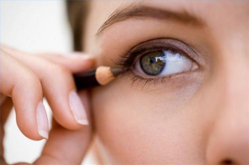 Cómo usar delineador de ojos de colores para una mirada dramática, Glamorous