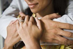 Cómo limpiar su joyería (oro blanco / amarillo y plata de ley)