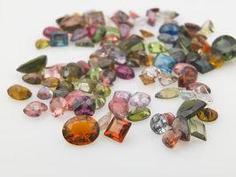 Distribuidores diferentes joyas de piedra