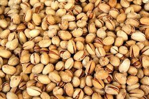 Como la sal y secos pistachos