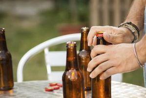 Cómo abrir una botella de cerveza con una llave del coche