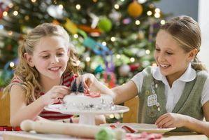 Cómo hacer árboles de navidad De los conos de helado para la decoración de la torta
