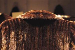 Cómo quitar un olor a polilla Desde un abrigo de pieles