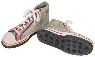 Cómo teñir los zapatos de lona con tinte Rit