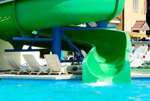 Hoteles con los interiores de los parques de agua en el noroeste del Pacífico
