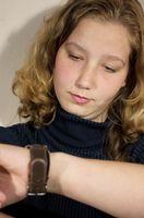 Cómo configurar la hora en un reloj Casio Illuminator
