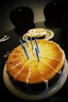 Cómo buscar tortas de cumpleaños únicos en Costa Mesa, California