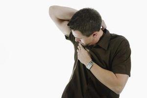 Cómo evitar que queden marcas de sudor en las axilas