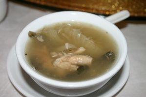 Cómo quitar la grasa de la sopa