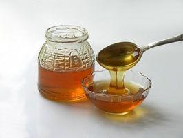 Cómo utilizar la miel como cera para la depilación