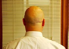Cómo afeitar su cabeza en el hogar