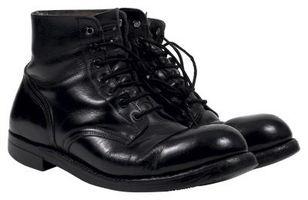 Cómo para aflojar las botas del ejército que son demasiado apretados
