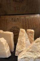 ¿Se puede guardar queso parmesano Cuando Es mohoso?
