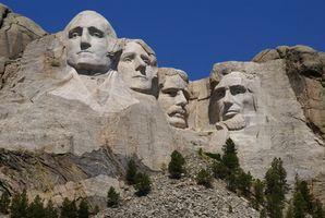 Los tres monumentos más grandes talladas en las montañas