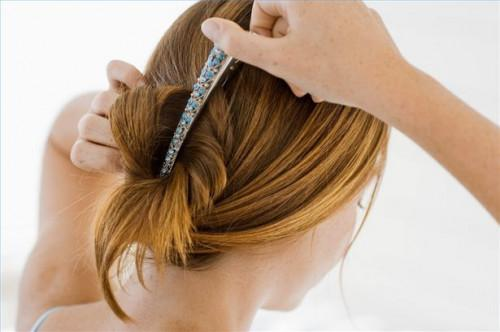 Cómo utilizar clips de Medio recogido, la mitad hacia abajo peinados