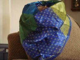 Cómo doblar una bufanda del triángulo