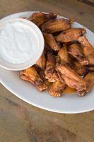 Cómo cocer al horno las alas de pollo en hierro fundido