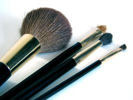 Cómo hacer un rollo de cepillo del maquillaje