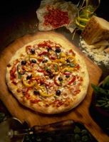 Cómo hacer de Leña pizza en su parrilla