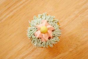 Cómo decorar un pastel con goma de la goma