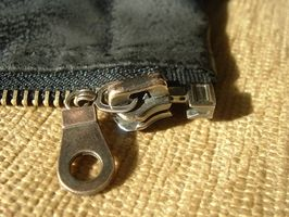 Cómo arreglar la cremallera en una chaqueta intercambiable Columbia