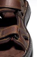 Cómo arreglar sandalias de cuero chillonas