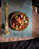 Maneras de cocinar el pollo con los huesos