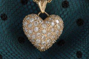 Cómo personalizar diamantes de imitación