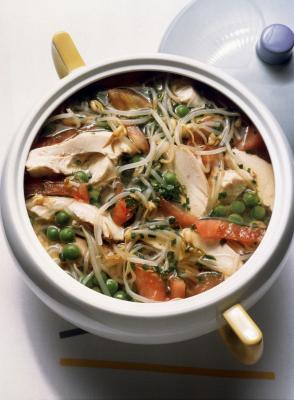 ¿Se puede hornear un pollo pequeña mientras todavía está congelado?