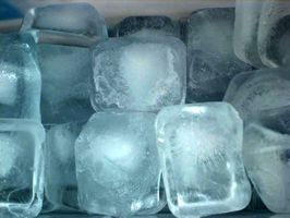 Cómo ralentizar la fusión de cubos de hielo