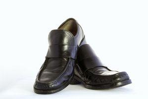 Cómo pintar los zapatos negros
