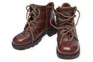 Cómo arreglar botas de cuero