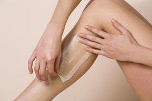 Cómo tratar las protuberancias en la piel a la izquierda después de la depilación