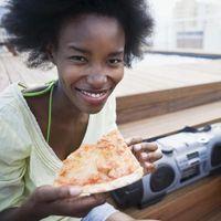 Cómo hacer pasta de la pizza comprados en la tienda de subida