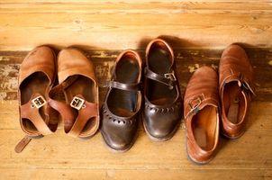 Acerca del zapato de cuero de estiramiento en spray