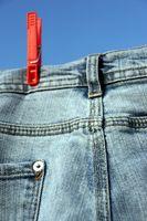 Cómo hacer una falda de la mezclilla con un dobladillo asimétrico
