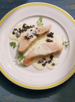 Al cocer al horno sin piel de salmón, hace usted Basté Tanto la parte superior e inferior?