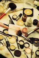 Cómo usar maquillaje para la ilusión de Squinty Ojos