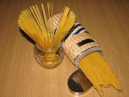 Cómo utilizar una salchicha embutidora como una extrusora de pastas