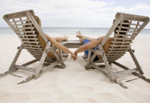 Cómo ir de vacaciones en una playa romántica con un novio