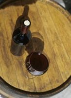 Las diferencias de color rojo y blanco vino